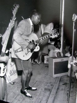 BB King, de unos 20 años, interpreta Lucilles. (1950)