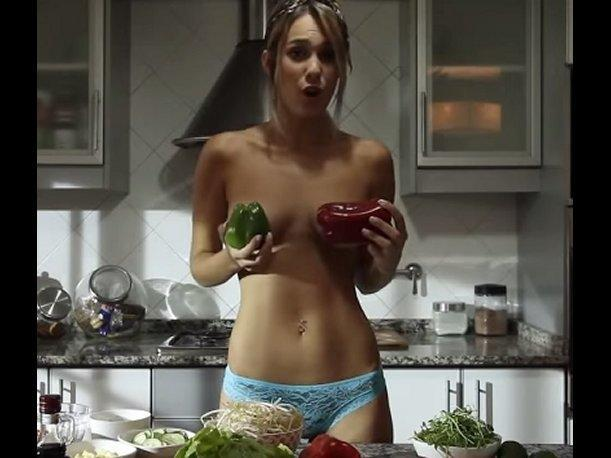 A fuego maximo jenn does nude cooking - 3 part 7