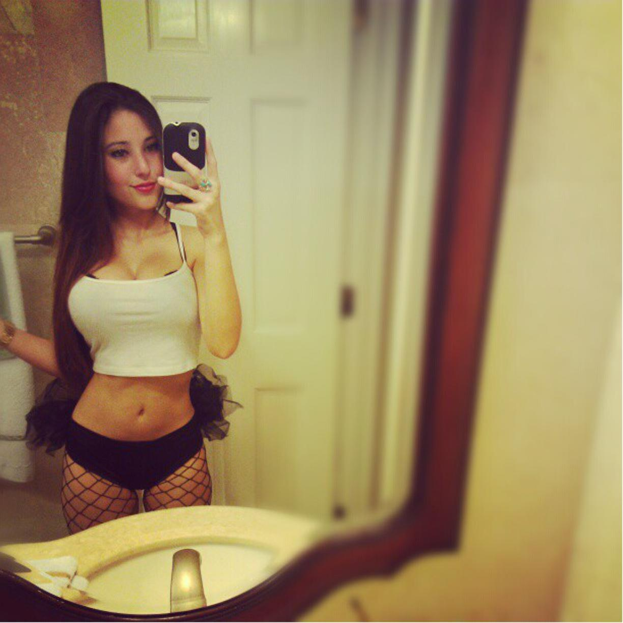 Angie Varona Naked Pictures